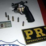 PRF prende homem com motocicleta roubada e portando arma de fogo