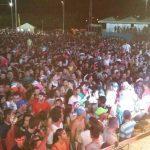 Foliões lotaram a Ilha de Sant'Ana na noite de domingo (26)