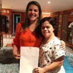 Primeira professora com Down do Brasil está entre mulheres homenageadas na CMN