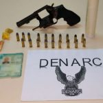 Denarc prende homem com arma, munições e droga em Macaíba