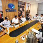 Em reunião, deputado Ezequiel Ferreira leva pleitos de 12 prefeitos à direção da Caern