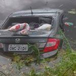 Após-colisão-carro-cariu-em-açude-nas-margens-da-estrada-Foto-Blog-CG-na-Mídia