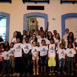 """Crianças do Bairro Frei Damião participam do projeto """"Só Risos"""", durante a Festa de Sant'Ana"""