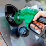Gasolina tem aumento de 1,7% e diesel cai